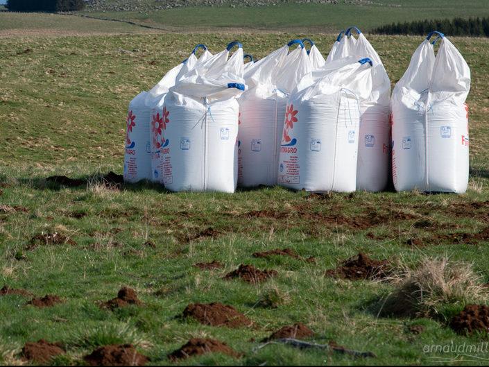 Epandage engrais azoté en Aubrac