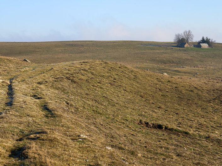 Sur la voie romaine, Nasbinals, Lozère, Avril