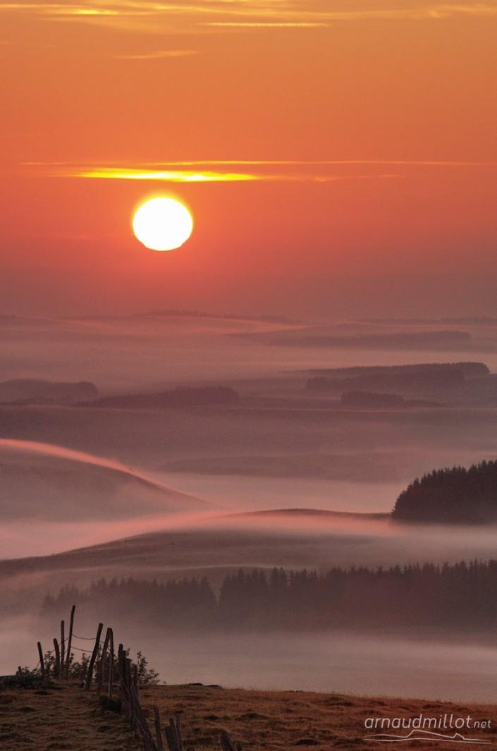Lever de soleil vers Puech Crémat, Nasbinals, Lozère, Juin