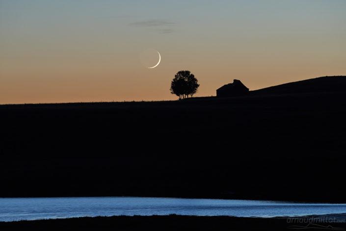 Coucher de lune au lac des Moines, Saint Chély, Aveyron, Août