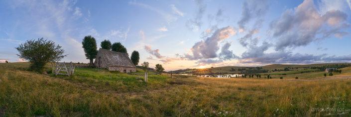 Buron du lac des chèvres, La Terrisse, Aveyron, Juillet