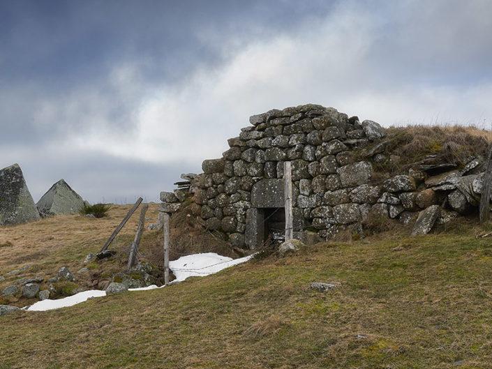 Buron du Cher, le plus ancien de l'Aubrac, Saint Urcize, Cantal, Février