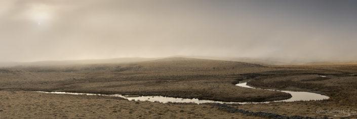 Ruisseau des Plèches embrumé, Nasbinals, Lozère, Mars