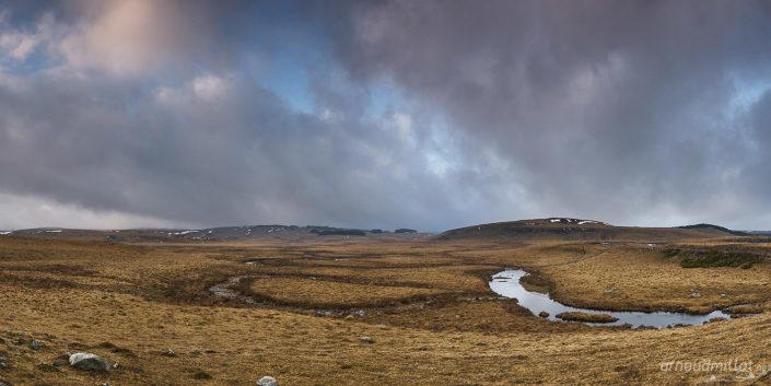 Ruisseau des Plèches, Nasbinals, Lozère, Février