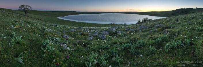 Lac de Saint Andéol au lever du soleil, Marchastel, Lozère, Juin