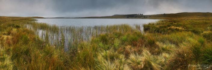 Lac de Saint Andéol au lever du soleil, Marchastel, Lozère, Août