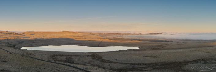 Lac de Saint Andéol depuis la montagne de Cap Combattut, Marchastel, Lozère, Mars