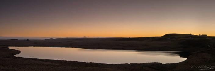 Lac de Saint Andéol Au lever du soleil, Marchastel, Lozère, Mars