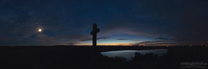 Lac de Saint Andéol après le coucher du soleil, Marchastel, Lozère, Juillet