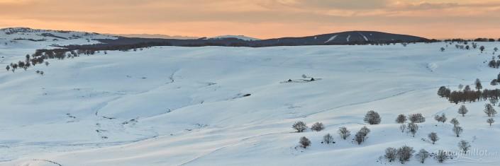 Panoramique du puy de Gudette en hiver, Saint Urcize, Cantal, Aubrac