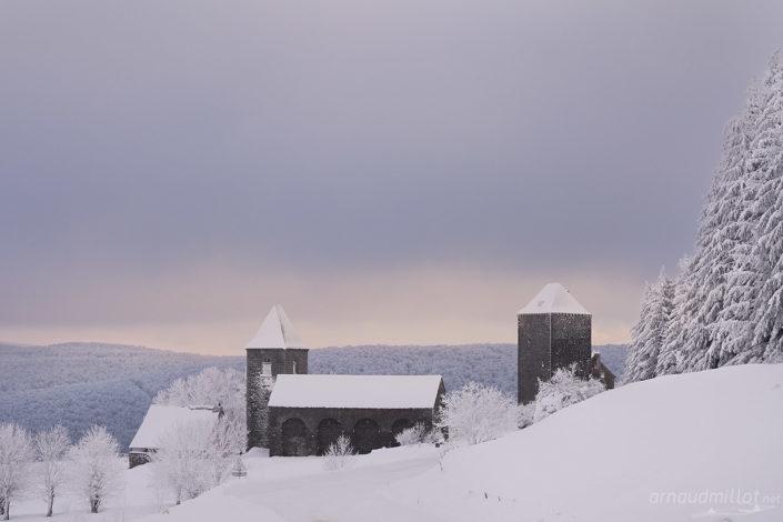 La Domerie et la tour des Anglais, Saint Chély d'Aubrac, Aveyron, Janvier