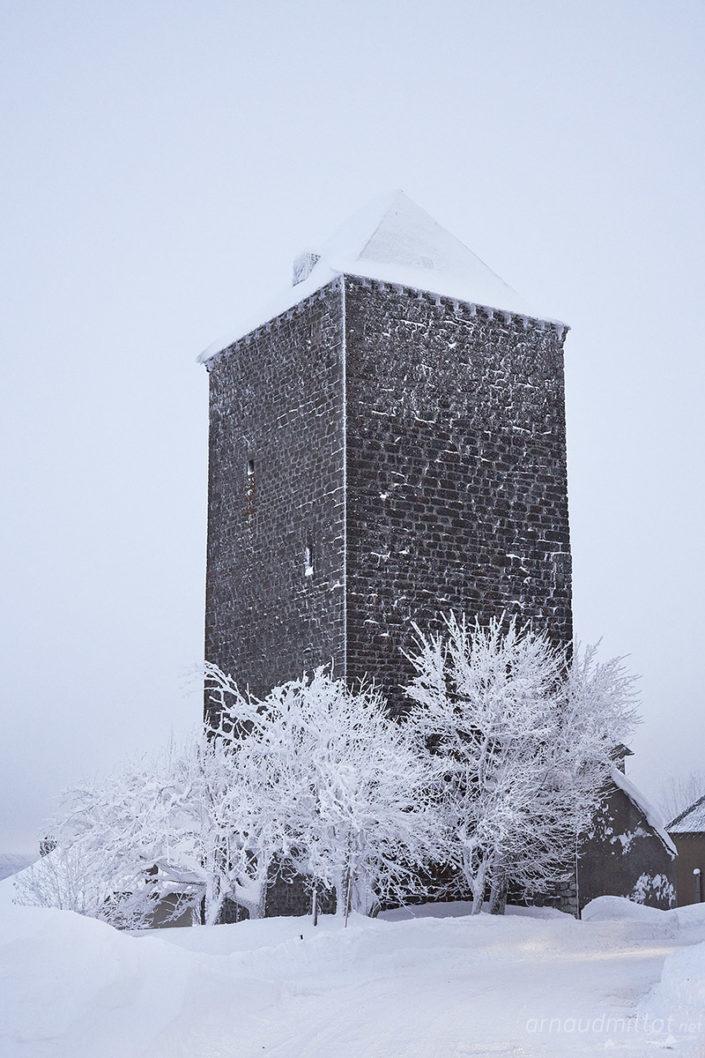 La tour des Anglais sous la neige, Saint Chély d'Aubrac, Aveyron, Janvier