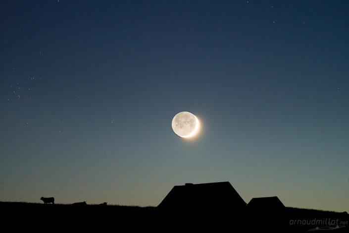 Buron du Trap Haut sous la lune, Aurelle Verlac, Aveyron, Juin
