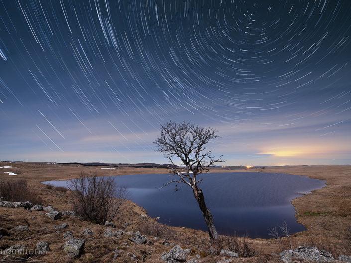 Filé d'étoiles au lac de Saint Andéol, Marchastel, Lozère, Mars