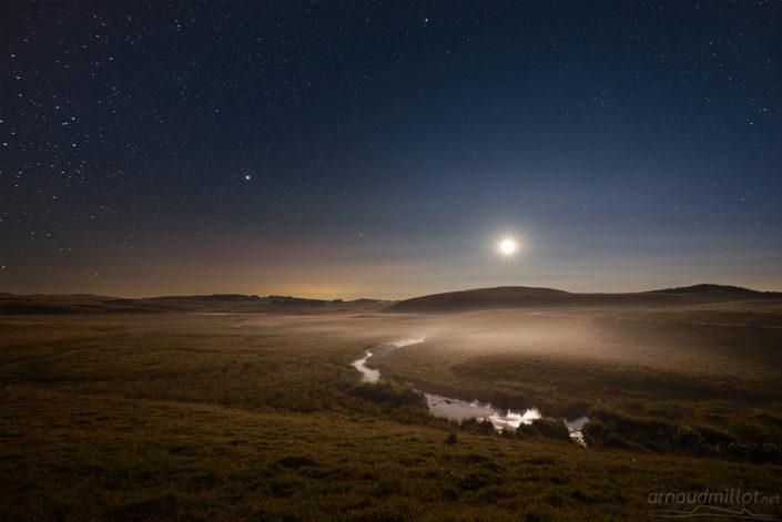 Ruisseau des Plèches au coucher de la lune, Nasbinals, Lozère, Juillet