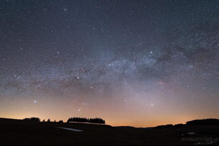 Buron du Pendouliou de Fabrègues sous les étoiles, Prades d'Aubrac, Aveyron, Mars