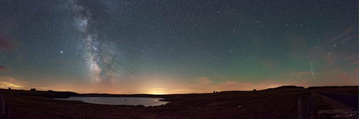 Voie lactée et Comète Neowise au Lac des Moines, Saint Chély, Aveyron, Juillet