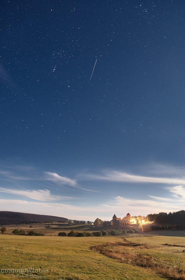 Village d'Aubrac à la pleine lune, Saint Chély d'Aubrac, Aveyron, Octobre