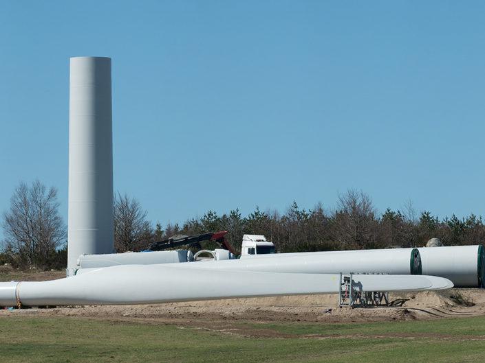 Installations éoliennes Truc de l'Homme, Aubrac, Lozère, Avril 2014