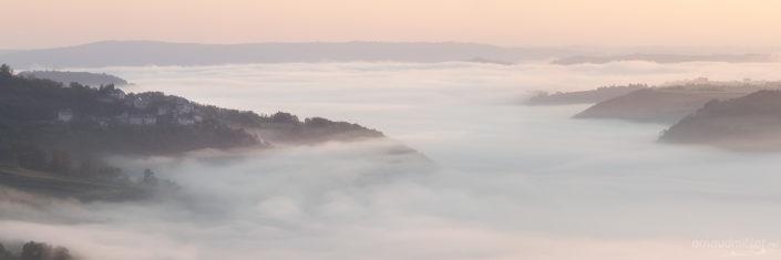 Vallon embrumé, Clairvaux, Aveyron, Mai