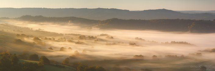 Vallée du Duzou embrumée, Saint Cyprien, Aveyron, Octobre