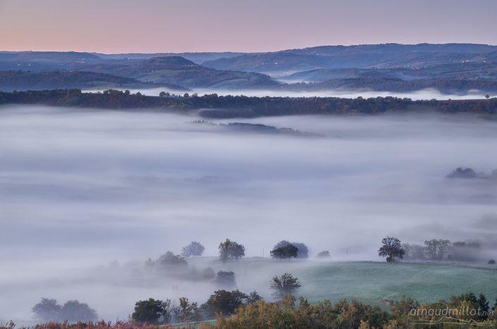 Le Vallon dans la brume, Saint Cyprien sur Dourdou, Aveyron, Octobre