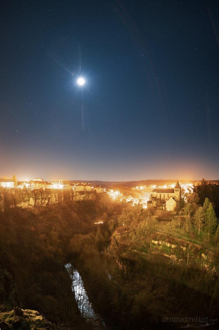 Bozouls et la lune, Aveyron, Février