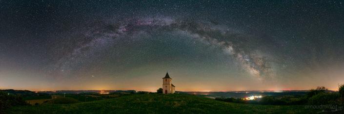 Chapelle de Ceyrac et l'arche de la Voie Lactée, Gabriac, Aveyron, Juillet